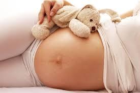 Atendimento a mulheres que perdem o bebê no início da gestação é falho