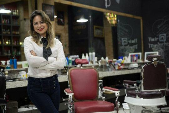 a011d4e75c664 Mulheres desafiam segmento dominado por homens e fazem sucesso na barbearia