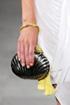Bolsas pequenas são destaques nos desfiles de Nova York
