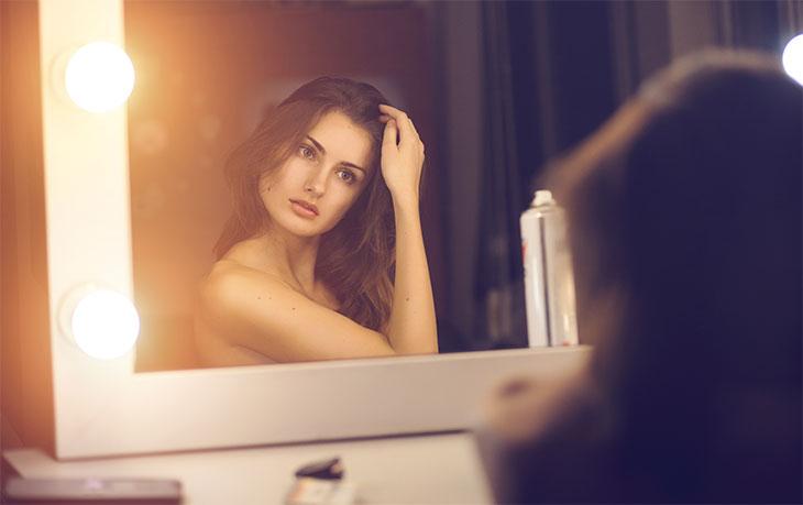 O que as mulheres veem no espelho