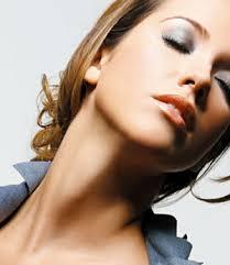 Mulher: O pescoço e o colo merecem a mesma atenção que o rosto