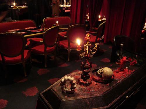 Você tem coragem de passar a noite do Halloween no castelo do Drácula?