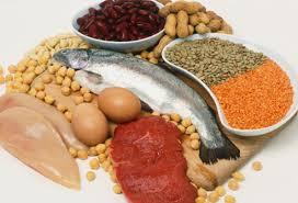 Por que as proteínas ativam o cérebro e os carboidratos nos deixam mais lentos?