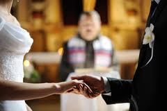 Quer saber como se vestir para um casamento no sábado à noite?