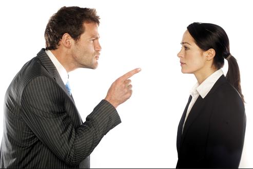 Críticas: Ruim com elas, pior sem elas