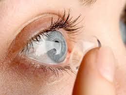 Descuidos com lentes de contato são porta de entrada para infecções