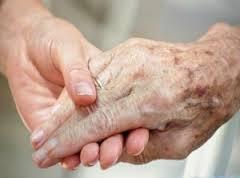 Pele mais frágil do idoso está mais sujeita ao surgimento de feridas